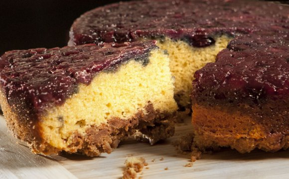 Blueberry coffee cake with