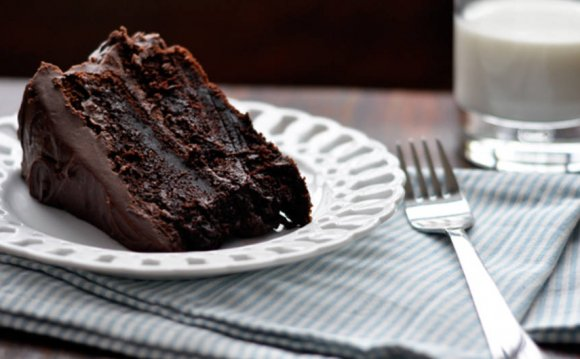Moist Chocolate Cake - Foodess
