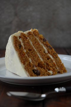 Carrot cake with pineapple chunks and raisins, coated in cream-cheese frosting. People, this is the IDEAL CARROT CAKE EVER. Mouse click the meal!