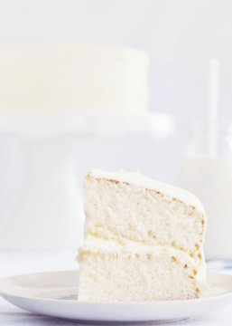 Fluffy Vanilla Cake via Sweetapolita