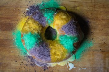 mardi gras king dessert dish cream-cheese completing