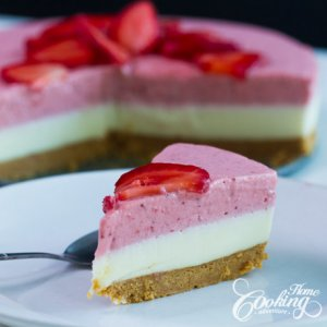 No-Bake White Chocolate Strawberry Mousse Cake-2