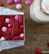 Red Velvet Cake combine Bars with M & Ms