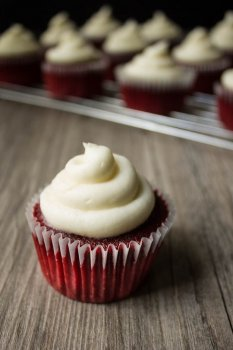 Vegan Red Velvet Cupcakes // The Stylist Quo